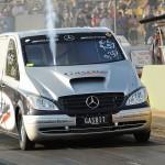 """Mercedes Vito, który robi 400 metrów w 8 sekund, czyli """"ekspresy"""" po australijsku"""