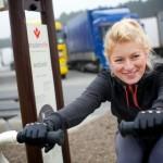 W Mostkach powstała pierwsza siłownia dla kierowców. Nowy obiekt promuje Iwona Blecharczyk