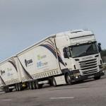 31,5-metrowe ciężarówki ruszają na szwedzkie drogi, czyli testowe ciągniki z dwiema naczepami