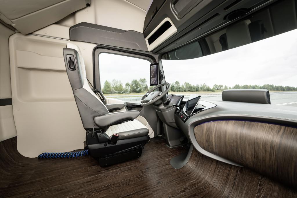 Nast pca mercedesa actrosa na rok 2025 czyli funkcja for Mercedes benz autopilot