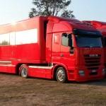 Zespół F1 Ferrari sprzedaje dwa Iveco Stralis ze specjalistycznymi naczepami, które służyły przez 10 lat
