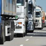 """Ciężarówki podobno paraliżują ruch na A4 – kierowcy nie chcą podjeżdżać, robiąc w korku """"pauzę"""""""