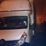 Renault Master z kurnikiem zablokowało osiedlową uliczkę, a na kierownicy spał pijany kierowca