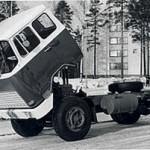 Pierwsza seryjnie produkowana ciężarówka z odchylaną kabiną, czyli Sisu KB-112 rodem z Finlandii