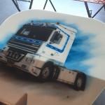 Kiedy malunek starszej ciężarówki pojawia się na nowym modelu, czyli najwyższy transportowy zaszczyt