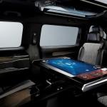 32-calowy tablet zamiast stolika między fotelami, czyli co za kilka lat zobaczymy w osobowych busach