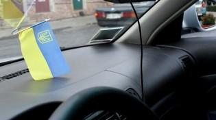 ukrainska_flaga_samochod