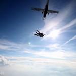 Kierowcy i pracownicy biurowi Marathon International integrowali się wspólnie skacząc ze spadochronami