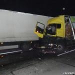Solówka najechała na tył zestawu stojącego przy drodze – o dziwo kierowca spędził w szpitalu 2 godziny