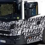 Nowa Scania typu Low Entry na testach w kamuflażu – jest to G280 do pracy w branży komunalnej