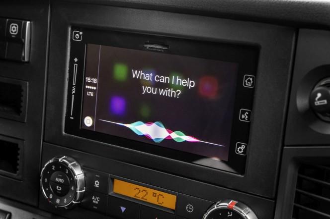 Weltpremiere bei Mercedes-Benz Lkw: Trendsetter Mercedes-Benz: Apple CarPlay™ und Android MirrorLink™ ab sofort auch im Lkw