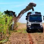 Volvo VM z autopilotem do jazdy po polu – ten system ma chronić pędy roślin przed zmiażdżeniem