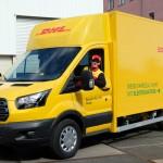 Transit przerobiony na prąd przez DHL – do 200 km zasięgu, ponad 200 KM mocy, a do tego 200 paczek