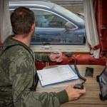 Policjanci z kampera wpatrywali kierowców z telefonami – w ten sposób ukarano aż 355 osób