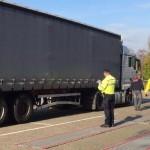 Filipiński kierowca w polskiej ciężarówce, jadący przez Holandię bez karty do tachografu