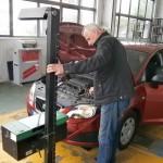 Stacje kontroli pojazdów nie mogą połączyć się z systemem, a w urzędach nie da się zarejestrować auta