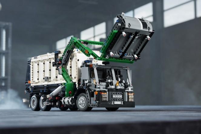 180122---Mack-LEGO-LR