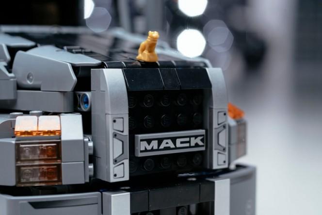 180122---Mack-LEGO-Bulldog