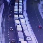 Na autostradach w kierunku Paryża ciężarówki nadal stoją – śniegu nie ma, ale zakazów nie zniesiono