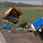 Ciężarówka najechała na tył radiowozu – bardzo poważny wypadek na odcinku A4 bez pasa awaryjnego