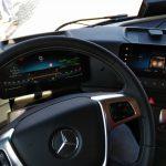 Jak jeździ się nowym Mercedesem Actrosem, czyli szarpnij kierownicą co 40 sekund i cofaj zupełnie bez obaw