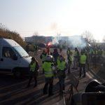 Francuzi nadal blokują drogi, a także próbują zatrzymać dostawy paliw – utrudnienia m.in. pod Calais