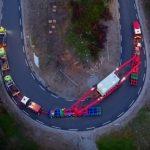 Z 225-tonowym ładunkiem przez górskie drogi w Norwegii – ten zestaw trzeba było nagrywać z powietrza