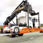 Nowy sposób na kolejowy transport ciężarówek – adaptery roadrailLink oszczędzają mnóstwo miejsca