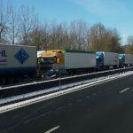 Trochę śniegu i ciężarówki ustawione w 25-kilometrowej kolejce – tak wyglądał dziś dojazd do Paryża