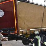 Ciężarówka przez 32 godziny tkwiła na zbyt ciasnym skrzyżowaniu – do wyjechania potrzebny był dźwig