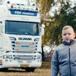 10-latek robi karierę śpiewając o ciężarówkach – o małym miłośniku transportu jest już głośno w mediach