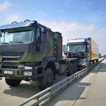 Kierowca ciężarówki zmarł w czasie jazdy autostradą – w zatrzymaniu pojazdu pomagali żołnierze