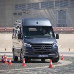 Systemy bezpieczeństwa jako sposób na oszczędności – manewrowanie nowym Mercedesem Sprinterem